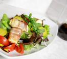 Speckröllchen auf Blattsalat