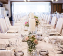 dekorierter Saal für eine Hochzeit in der Hoftaverne Aztmüller